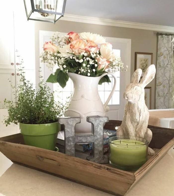 deco-paques-idee-superbe-panier-joli-bouquet-de-fleurs-sculpture-lapin