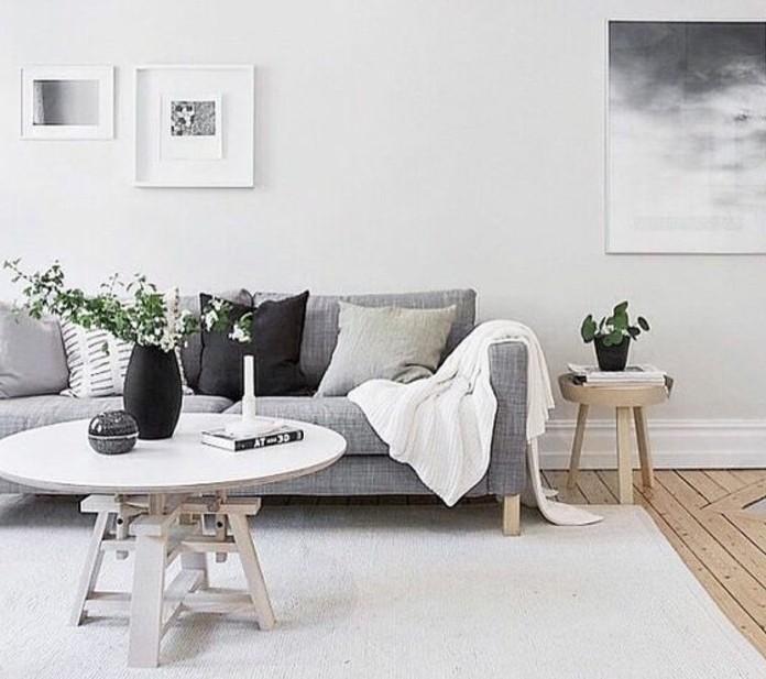 deco-salon-blanc-combinee-avec-un-canape-gris-parquet-en-bois-style-simple-et-esthetique