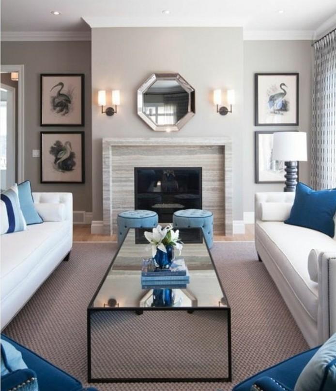 deco-salon-blanc-et-gris-et-bleu-couleur-mur-salon-gris-tapis-gris-canape-blancs-fauteuils-et-coussins-bleus-idee-deco-salon-personnalisee
