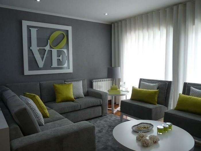 deco-salon-gris-avec-de-petites-touches-de-vert-pistache-canape-et-fauteuils-gris-interieur-accueillant