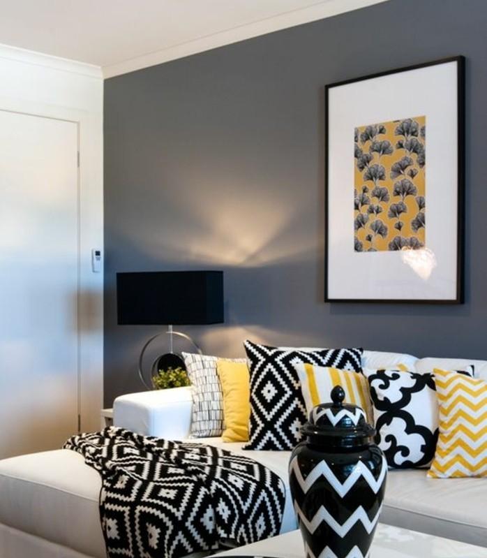 deco-salon-gris-couleur-anthracite-mobilier-et-accessoires-en-blanc-noir-et-jaine-pour-un-decr-contemporain