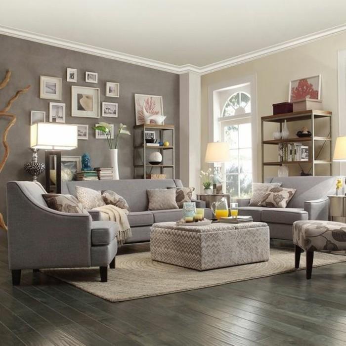 deco-salon-gris-couleur-peinture-salon-gris-et-jaine-canapes-gris-fauteuils-gris-surabondance-des-eleements-decoratifs