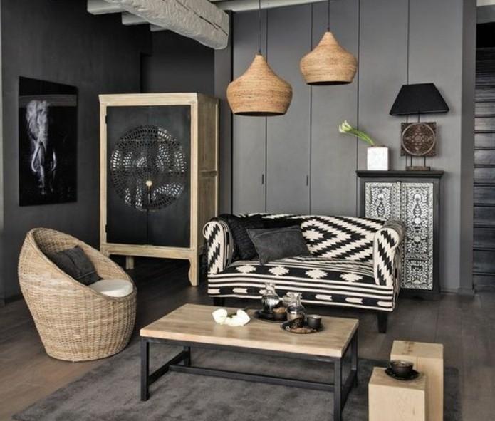 deco-salon-gris-peinture-murale-couleur-anthracite-canape-en-noir-et-blanc-fauteuil-en-rotin-jolies-suspensions-deco-africaine