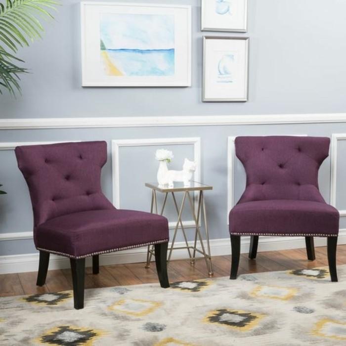 deco-salon-gris-perle-chaises-tapisserie-mauve-tapis-modele-tres-interessant