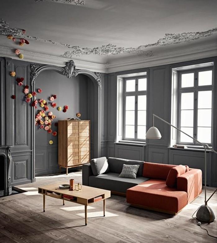 deco-salon-gris-somptueux-couleur-peinture-salon-gris-canape-en-gris-et-rouge-table-basse-en-bois-jolies-fleurs-decoratives-sur-le-mur