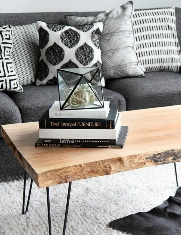 deco-style-scandinave-canape-gris-tapis-blanc-table-en-bois-design-interessant-amenagement-salon-tres-esthetique