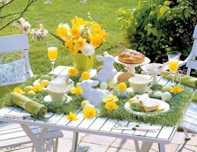 deco-table-paques-en-plein-air-table-decoree-en-jaune-et-vert-les-couleurs-du-printemps