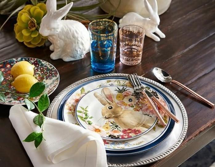 deco-table-paques-geniale-assiettes-a-jolis-motifs-inspires-du-theme-lapin-de-paques-idee-deco-paques-charmante