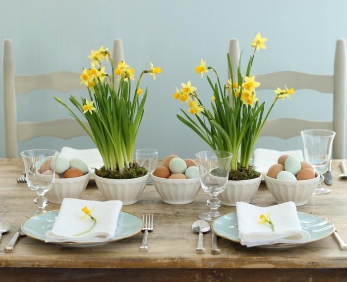 deco-table-paques-style-rustique-suggestion-parfaite-pour-la-fete-narcisses-jaunes