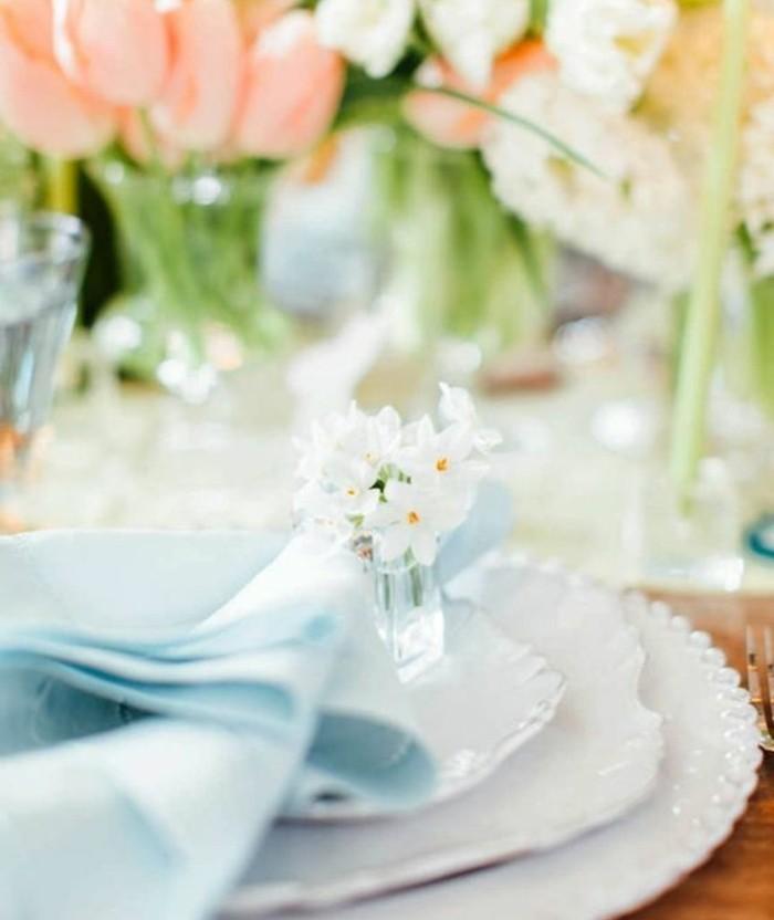 deco-table-paques-tres-sophistiquee-ambiance-tres-elegante-pour-un-diner-de-paques-exquis