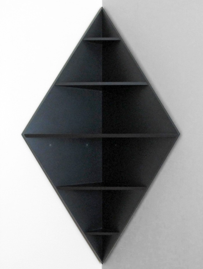etagere-d-angle-mur-design-noir-triangle-trapèze