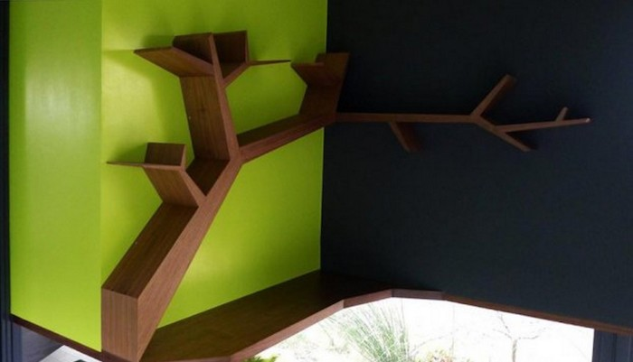 etagere-d-angle-murale-design-forme-arbre-en-bois