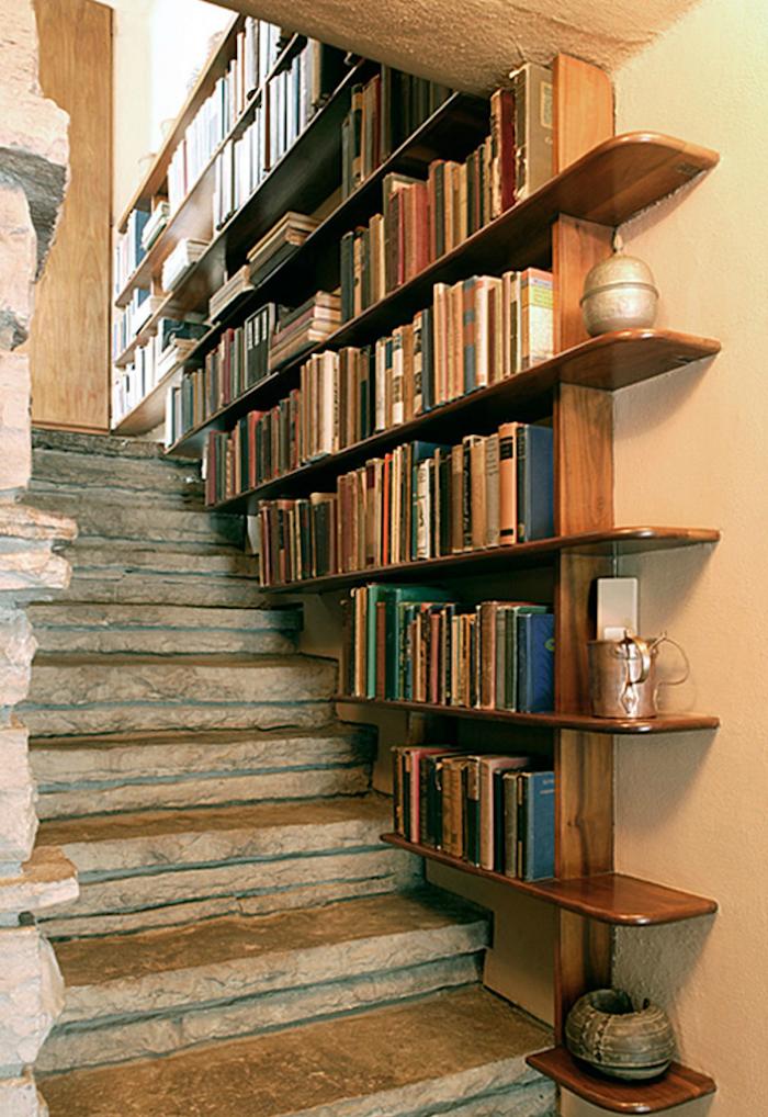 etagere-dans-escalier-bois