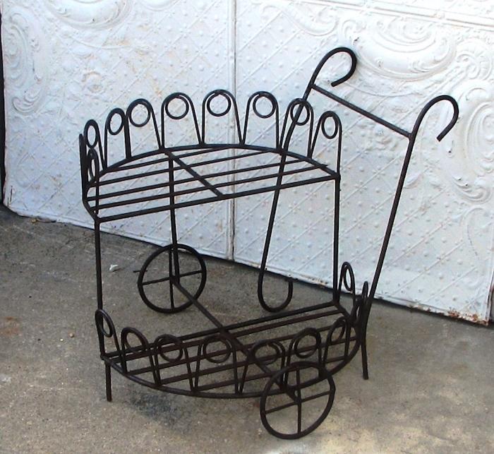 etagere-fer-charette-metal-idee-vintage-jardin