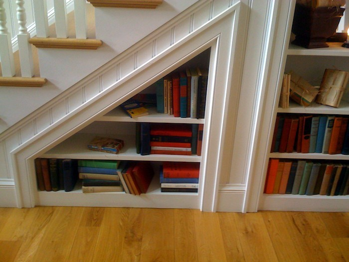etagere-sous-escalier-bibliotheque