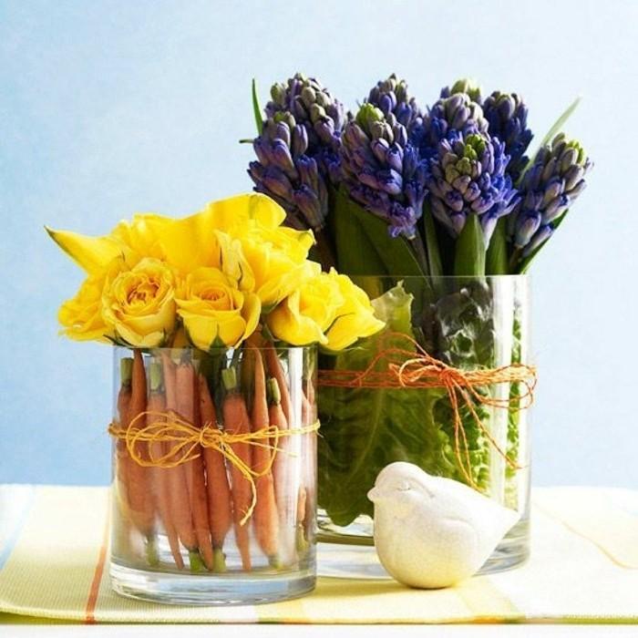 excellente-idee-deco-paques-vases-remplis-de-fleurs-carrotes-et-de-la-laitue-idee-extraordinaire