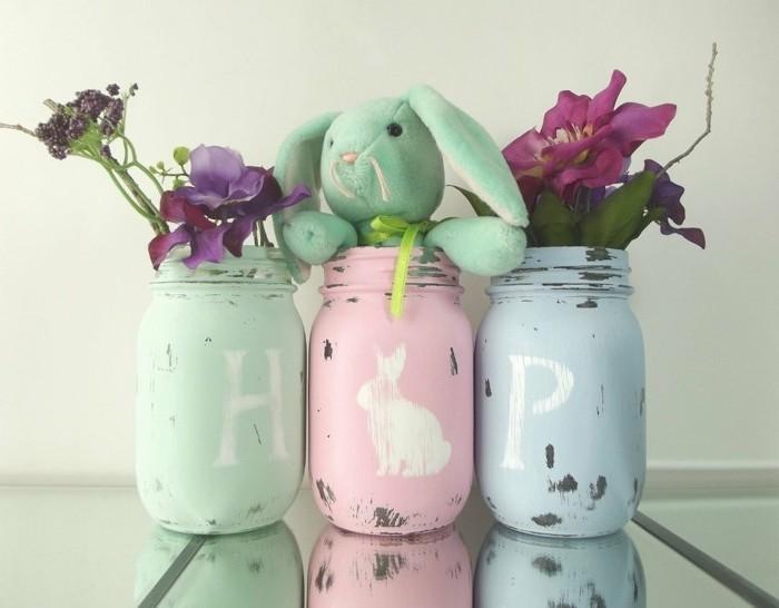 excellente-suggestion-deco-de-paques-diy-pots-remplis-de-fleurs-magnifiques-et-jolie-peluche-lapin-cache-dans-un-pot