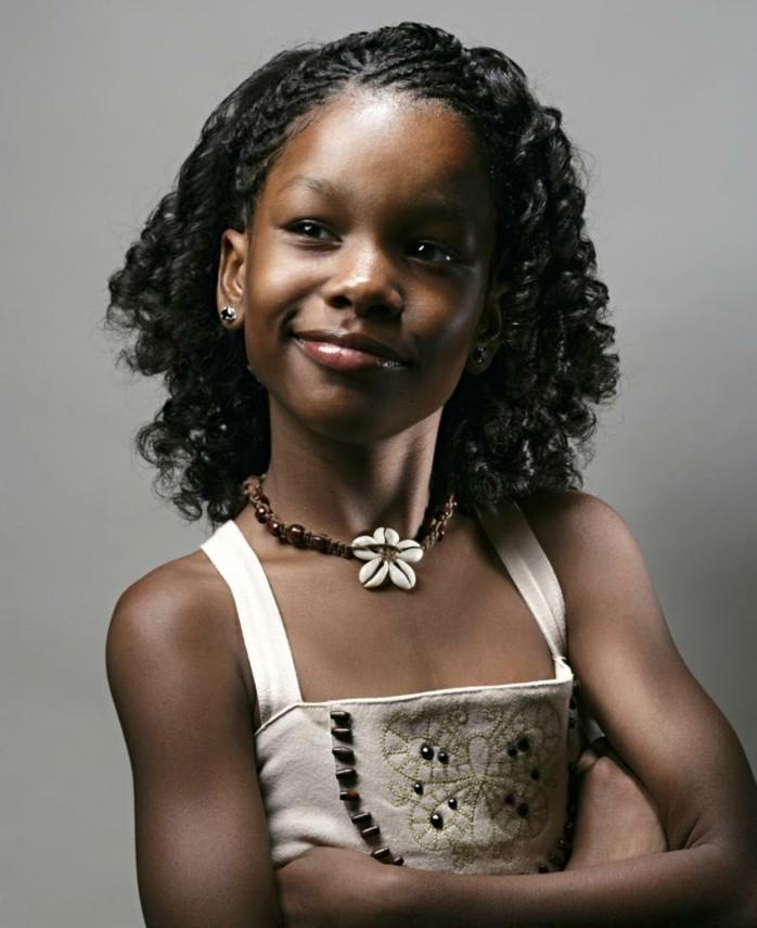 exemple-coiffure-communion-pour-une-fille-aux-cheveux-crepus-coiffure-natte