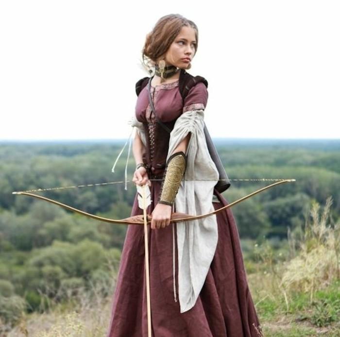 fabriquer-un-arc-modele-arc-medieval-une-femme-medievale-avec-un-arc-joli-design