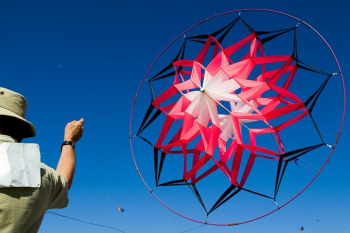 fabriquer-un-cerf-volant-formidable-suggestion-fabriquer-un-cerf-volant-en-forme-de-fleur-modele-plus-elabore