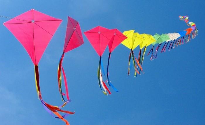fabriquer-un-cerf-volant-modeles-simples-en-differentes-couleurs
