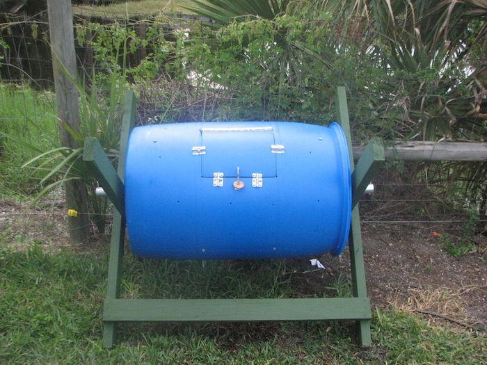 Composteur Bois Pas Cher : Fabriquer un composteur diy avec un baril, un bout de palette et des