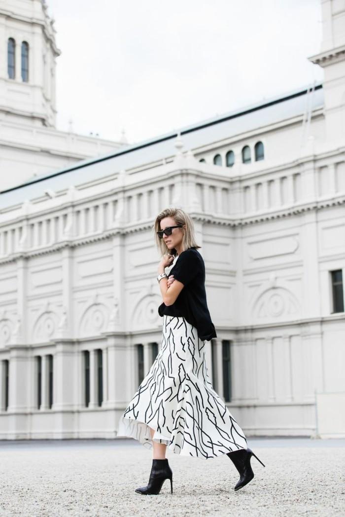 formidable-boots-femme-tendance-elegante-jupe-blanc-et-noir