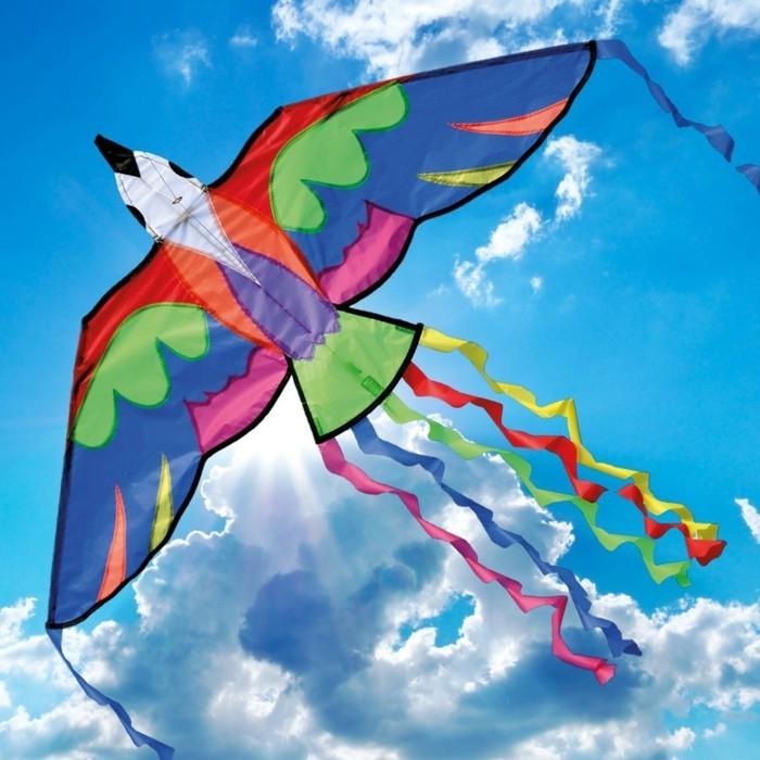 formidable-idee-pour-fabriquer-un-cerf-volant-excepptionnel-modele-cerf-volant-en-forme-d-oiseau