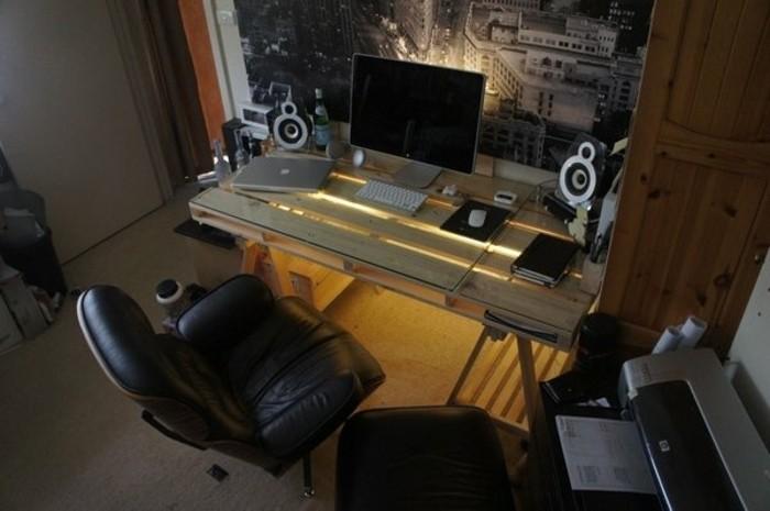 formidable-modele-de-bureau-en-palette-a-eclairage-led-bureau-en-bois-clair