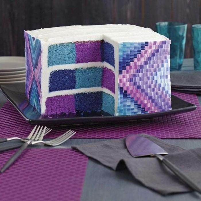 gateau-damier-aux-couleurs-bleu-et-violette-gateau-original