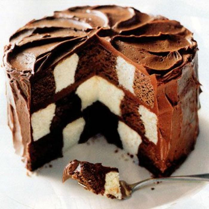 gateau-damier-gateau-au-chocolat-et-vanille-glacage-chocolat