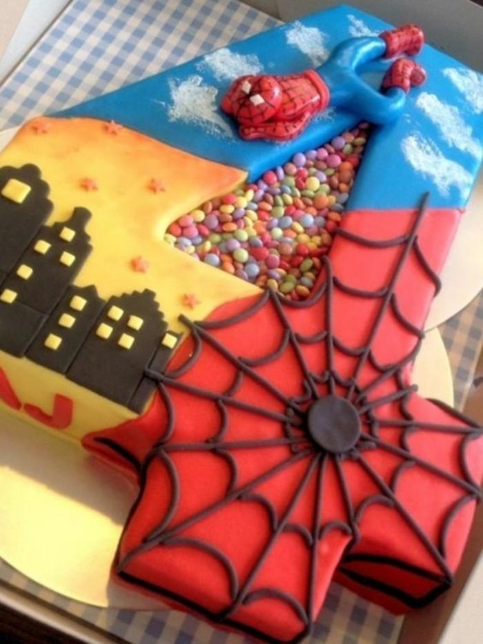 gateau-spiderman-et-la-cite-jolies-idees-gateaux-originaux