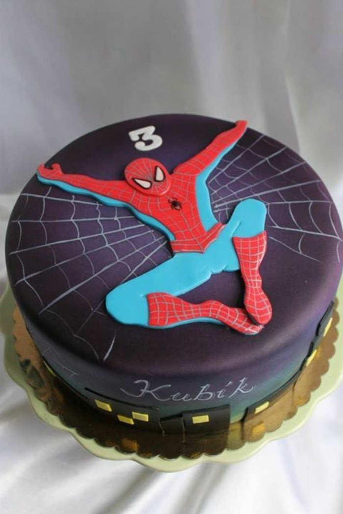 gateau-spiderman-gateau-au-chocolat-avec-figure-de-spiderman