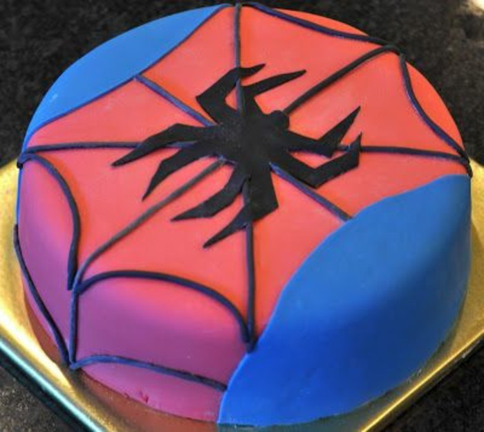 gateau-spiderman-unique-en-rose-et-bleu