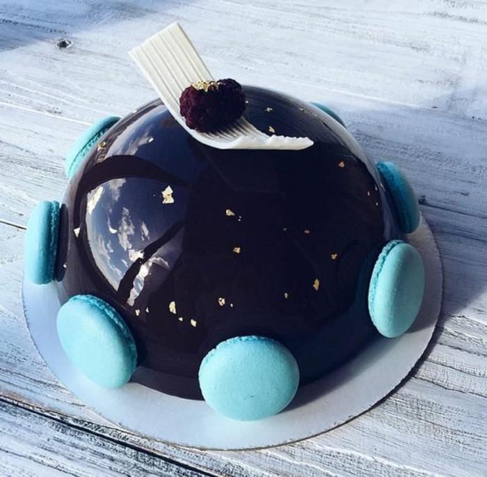 glacage-miroir-au-chocolat-gateau-au-chocolat-deco-details-bleus