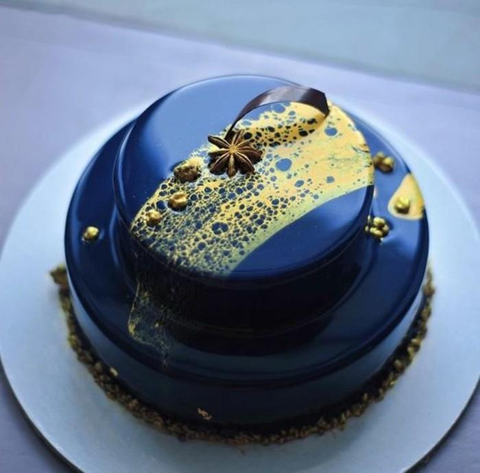 glacage-miroir-bleu-joli-nappage-brillant-gateau