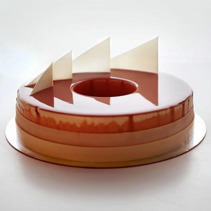 glacage-miroir-chocolat-tarte-classique-au-glacage-lisse-et-fin
