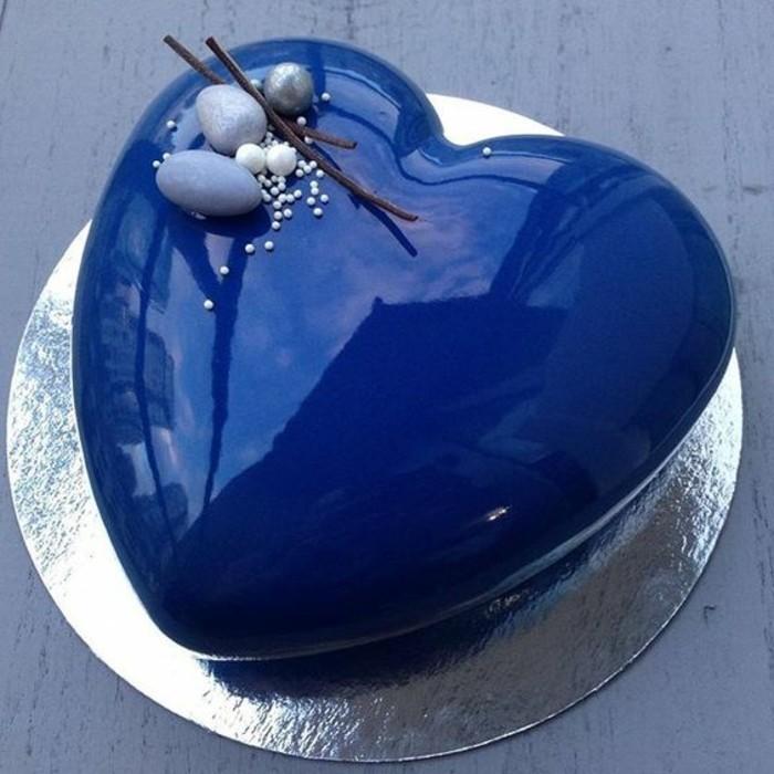 glacage-miroir-coeur-delicieux-glacage-bleu-brillant