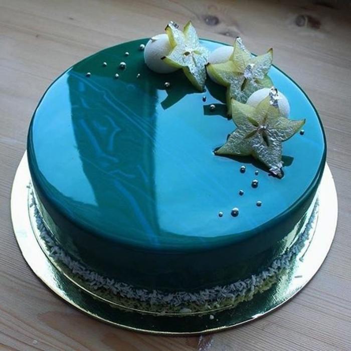 glacage-miroir-effet-bleu-metallique-nappage-brillant-joli