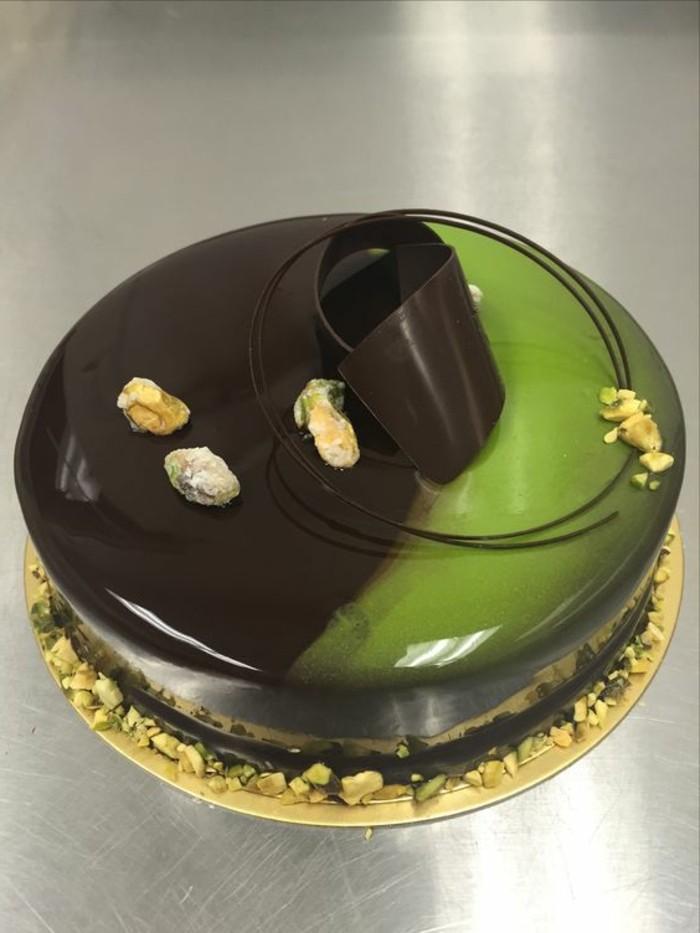 glacage-miroir-en-deux-couleurs-idees-desserts-originaux