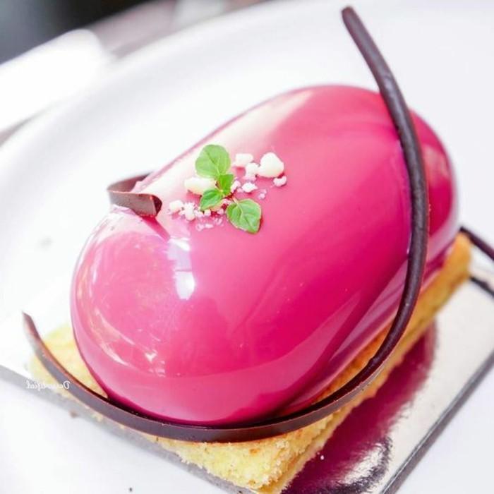 glacage-miroir-petit-dessert-nappe-de-glacage-rose