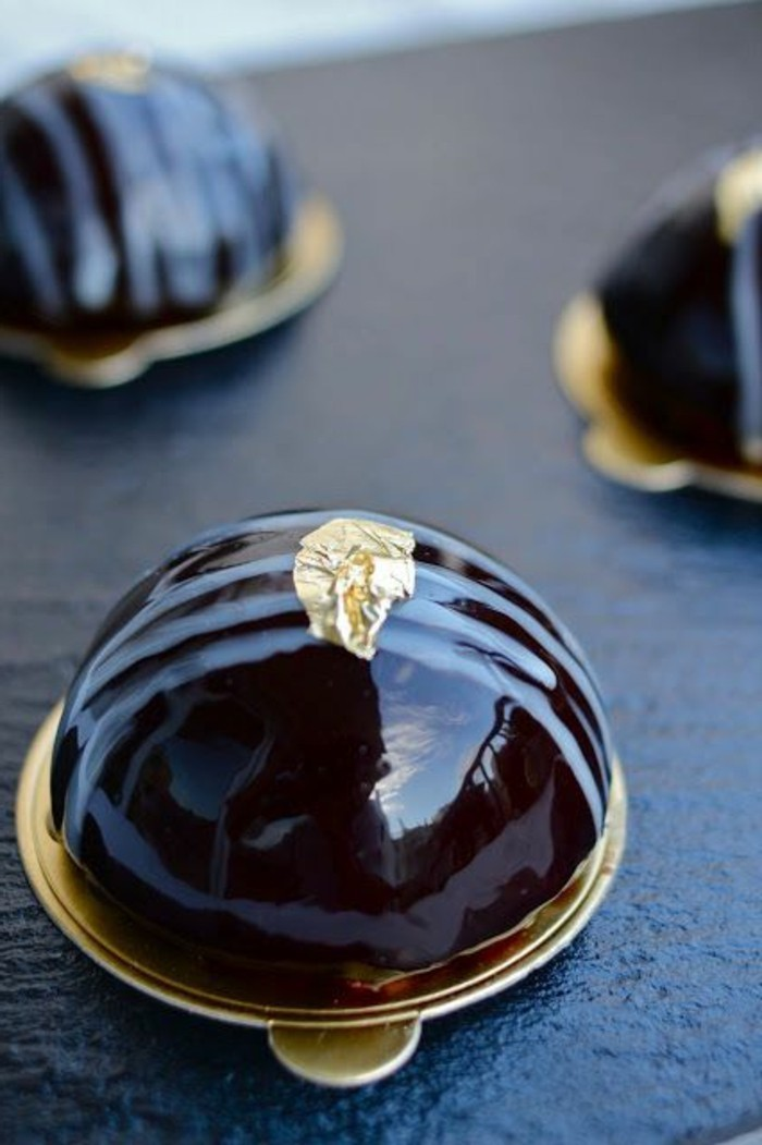 glacage-miroir-petit-four-au-chocolat