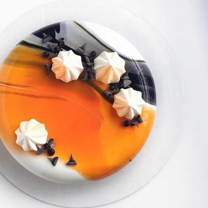 glacage-miroir-petit-gateau-en-jaune-et-blanc
