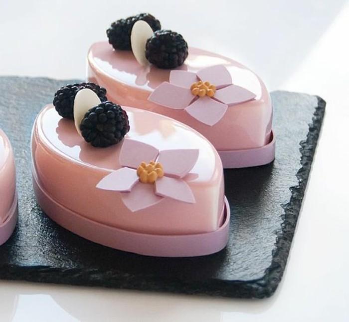 glacage-miroir-petits-desserts-roses-avec-glacage-original