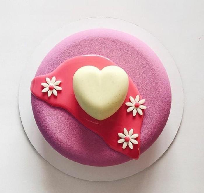 glacage-miroir-rose-petit-gateau-original-avec-deco-coeur