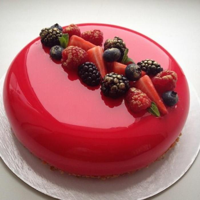 glacage-miroir-rouge-dessert-rond-brillant-bouchee-sucree