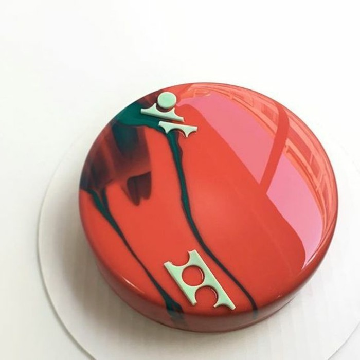 glacage-miroir-rouge-nappage-lisse-et-original-petit-gateau-original