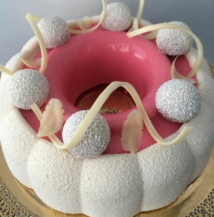 glacage-miroir-tarte-en-rose-et-blanc-glacage-rose