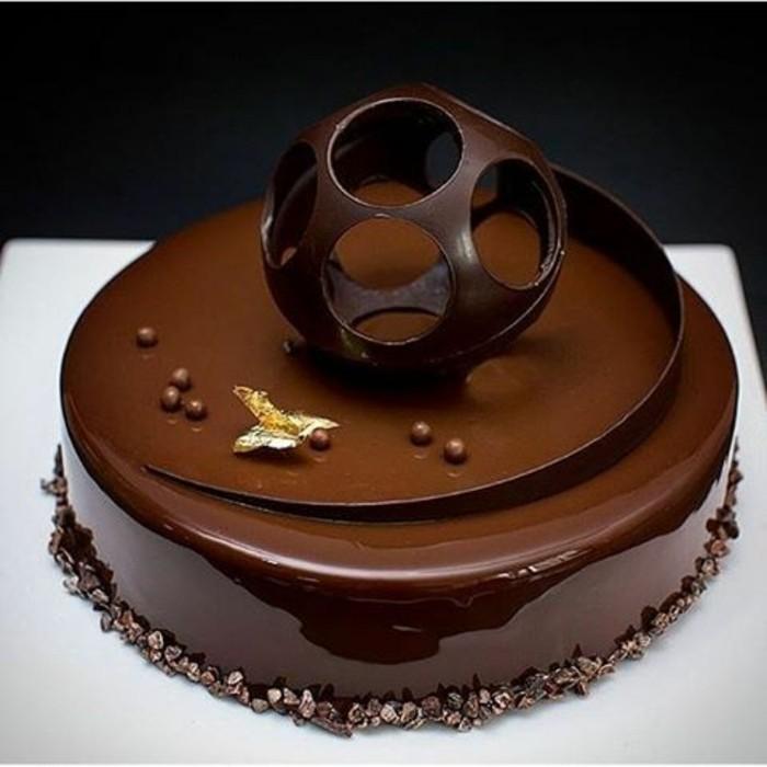glacage-miroir-tarte-noire-au-chocolat-glacage-brillant