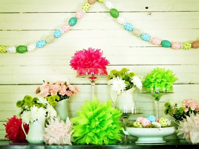 guirlande-d-oeufs-formidable-et-decoration-de-fleurs-exceptionnelle-deco-paques-geniale